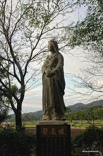 髪長姫のブロンズ像