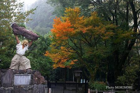 戸取りの舞 石像 天岩戸神社 2007
