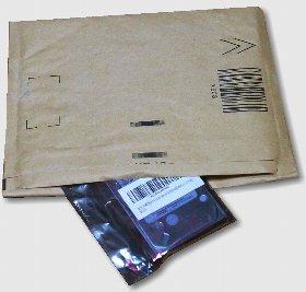 ハードディスクの梱包はプチプチ内張り封筒