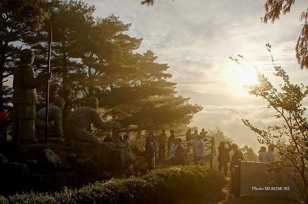 高千穂 ニニギ像と雲海 01