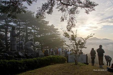 高千穂 ニニギ像と雲海 02