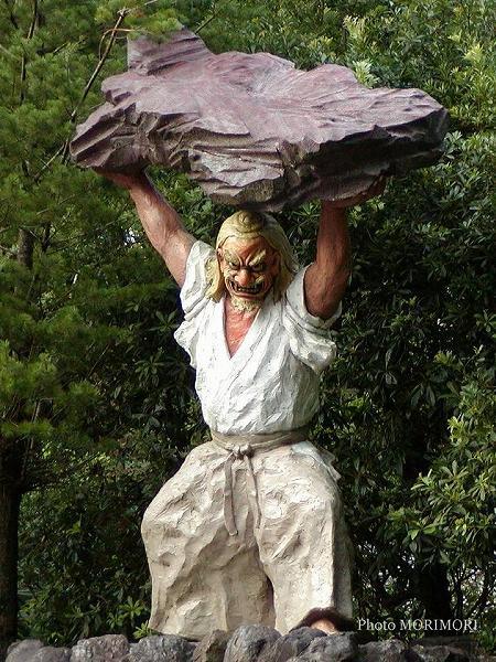 戸取りの舞 石像 天岩戸神社 2003